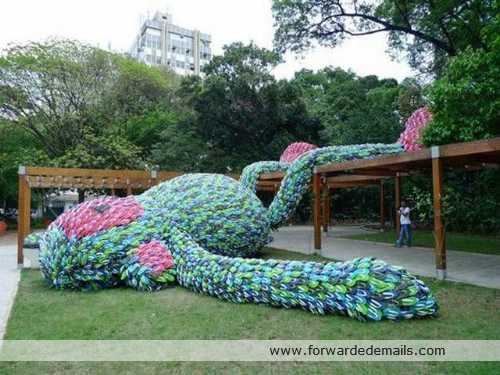 giant flipflop monkey sculpture sanpaulo brazil 3 What is it was made of? image gallery
