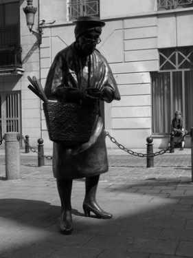 Čudne statue širom sveta - Page 4 Amazing_statues_madame_chapeu