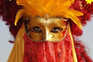 Colorful Photographs from the Carnival of Venice [Fwd: Charitha Attanayake]