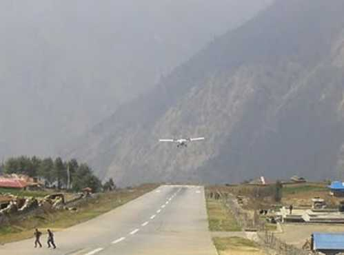 most-dangerous-airport-in-the-world-Lukla-Airport-Nepal