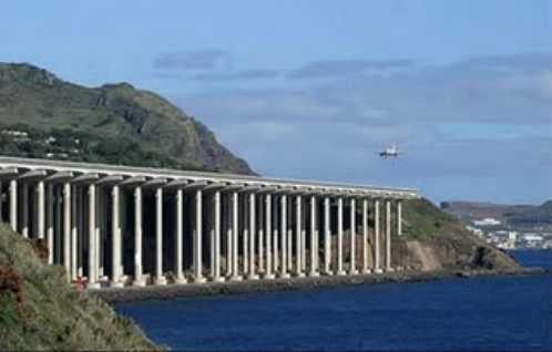 most-dangerous-airport-in-the-world-Madeira-Airport-Madeira