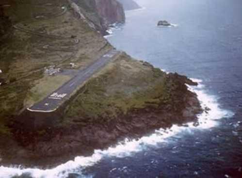 most-dangerous-airports-Juancho-E-Yrausquin-Airport-Saba