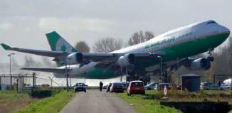 never_miss_airplane_747_amsterdam.jpg