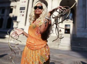 Woman With World's Longest Fingernails [Fwd: Sharon Rajkumar]
