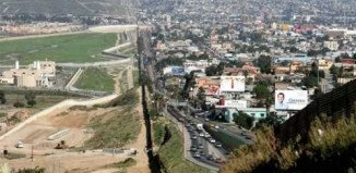 amazing_usa_mexico_border_1.jpg