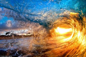 Beautiful pictures of waves [Fwd: Sharon Rajkumar]