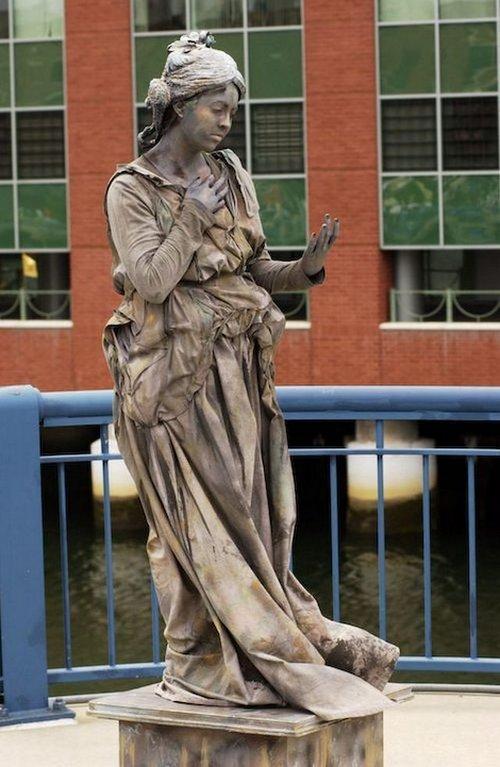 living statue 16