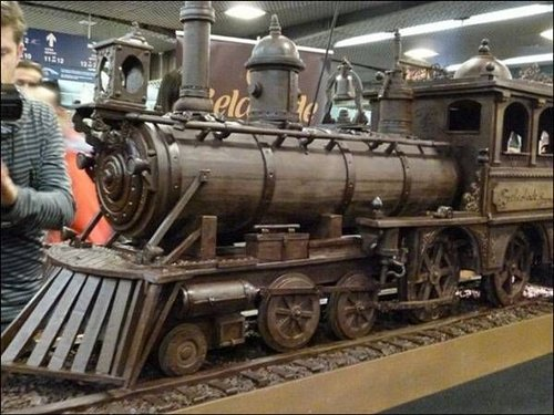 train made of chocolate 1