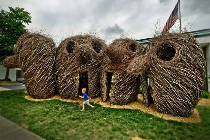 massive_stick_sculptures_1